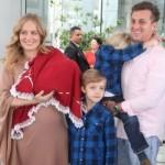 Angélica deixando a maternidade com os três filhos. (Foto:Divulgação)