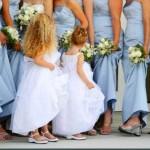 As noivinhas de aliança também podem estar presentes nas cerimônias com damas de honra adulta. (Foto: divulgação)