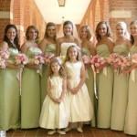 Vários modelos lindos de vestidos de dama de honra adulta podem ser criados. (Foto: divulgação)