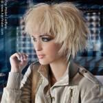 Quem gosta de looks exóticos deve apostar no corte assimétrico e penteado estiloso. Foto divulgação