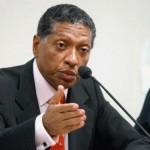 O falecido Celso Pitta, ex-prefeito de São Paulo, foi acusado, em 2008, de não pagar a pensão para a ex-esposa, Nicéia (Foto: Divulgação)