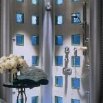Acabamento delicado e charmoso com tijolos de vidro. (Foto:Divulgação)