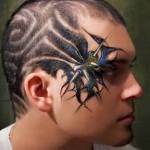 Rosto tatuado, combinando com o cabelo (Foto: Divulgação)