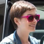 Um moderno óculos de armação rosa para usar no dia-a-dia. (Foto:Divulgação)
