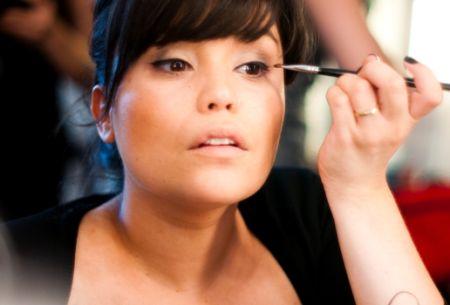 Truques fáceis de maquiagem podem te ajudar no dia-a-dia. (Foto: Divulgação)