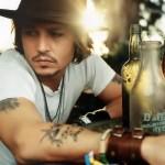 Johnny Depp foi frentista e vendedor de canetas. (Foto:Divulgação)