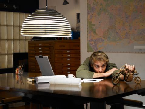 A distração é a fuga dos estudos que pode tirar o foco das obras literárias do vestibular (Foto: Divulgação Guia do Estudante/Abril)
