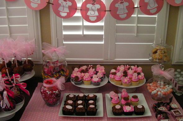Os doces podem ser ótimas opções de decoração do chá de bebê. (Foto: divulgação)