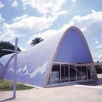A igreja de São Francisco de Assis é um dos projetos mais bonitos de Oscar Niemeyer (Foto: Divulgação)