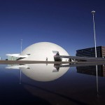 O Museu Nacional da República em Brasília é mais uma obra de Oscar Niemeyer (Foto: Divulgação)