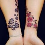 Pulsos tatuados com flores de cerejeira. (Foto:Divulgação)