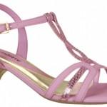 Sandália rosa de salto baixo. (Foto:Divulgação)