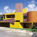 As formas geométricas diferentes dessa fachada foram evidenciadas com a pintura (Foto: Divulgação)