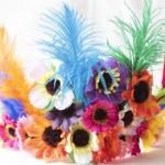 Cocar de penas e flores. (Foto: Divulgação)