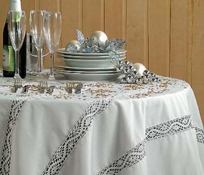 Mesa forrada com uma toalha delicada. (Foto:Divulgação)