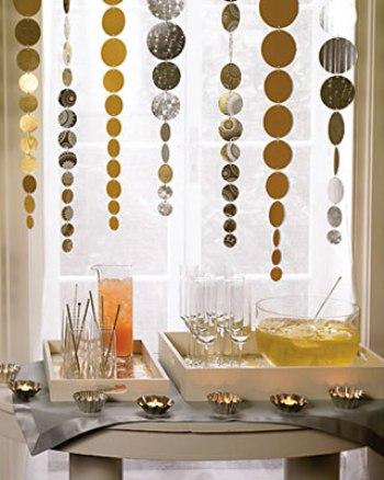 Mesa de Ano Novo com decoração suspensa. (Foto:Divulgação)