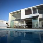 A casa de dois andares pode ter um formato mais retangular e com janelas grandes (Foto: Divulgação)