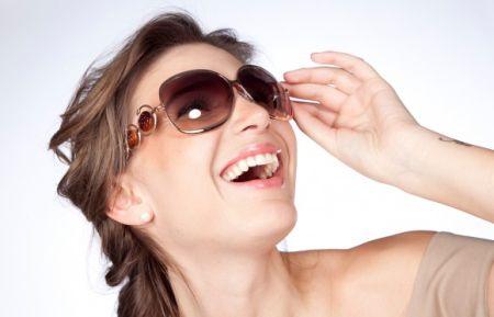 O óculos de sol deixou de ser um acessório apenas para proteger os olhos e passou a ser um acessório de moda indispensável!