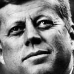 Presidente dos EUA, John F. Kennedy foi assassinado por Lee Harvey Oswald enquanto desfilava em um carro presidencial conversível (Foto: Divulgação)