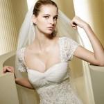 Um elegante e sofisticado vestido com mangas.  (Foto:Divulgação)