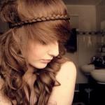Headband de trança é super sofisticado. (Foto: divulgação)