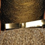 Os cintos também estão presentes nos acessórios para o inverno 2013. (Foto: divulgação)