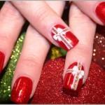 Imitar a embalagem de presentes é uma maneira fácil de decorar as unhas. (Foto: divulgação)