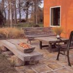 Ambiente externo com chão revestido por tijolos. (Foto:Divulgação)