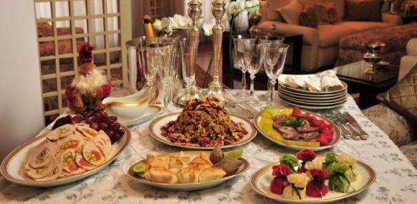A mesa deve conter as comidas deliciosas sem perder o estilo (Foto: Divulgação)