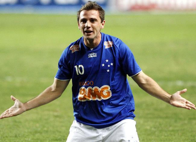Montillo foi negociado para o Santos e anunciado como reforço do time (Foto: Divulgação)