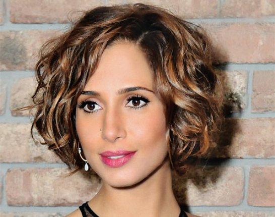 Penteados para madrinhas de cabelos curtos. (Foto: divulgação)