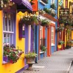 A fachada pode ser decorada com mais de uma cor vibrante. (Foto:Divulgação)