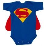 Para bebês é possível utilizar roupas com estampas que fazem referências. (Foto: divulgação)