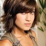 Os cabelos curtos podem ser usados com franjas.  (Foto: divulgação)