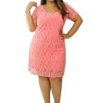 Várias cores lindas podem ser usadas em vestidos de renda plus size. (Foto: divulgação)