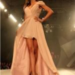 Aposte nas tendências da moda para vestidos de 15 anos. (Foto: divulgação)