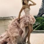 Os vestidos mullet estão entre as tendências da moda. (Foto: divulgação)