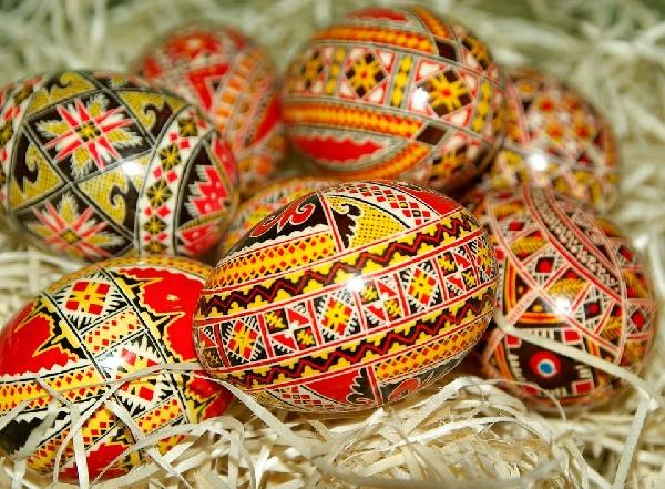 Ovos pintados a mão fazem parte das comemorações da Páscoa em vários países (Foto Divulgação: Pixabay)