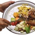 Metade dos alimentos produzidos no mundo vira lixo, diz pesquisa