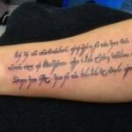 Se arrisca a dizer qual o significado dessa tatuagem? (Foto: Divulgação)