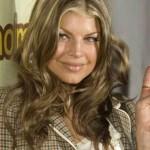 Fergie com um modelo de luzes no cabelo. (Foto: Divulgação)