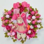 Guirlanda de Páscoa com detalhes em rosa. (Foto:Divulgação)
