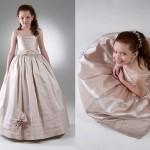 O vestido da daminha não deve ser igual ao da noiva. (Foto:Divulgação)