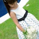 Vestido de daminha com poás. (Foto:Divulgação)