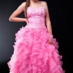 Os vestidos volumosos e com bastante brilho são os preferidos das aniversariantes. (Foto Divulgação)