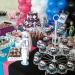 Utilize as cores da Monster High para os balões e enfeites da mesa (Foto: Divulgação)