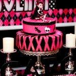 Preto e rosa são as principais cores das bonecas Monster High (Foto: Divulgação)