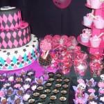 Docinhos em lembrancinhas com as cores da Monster High (Foto: Divulgação)