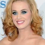 Ao natural, a cantora Katy Perry também é loira (Foto: Divulgação)