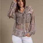 Camisas transparentes e estampadas: como usar, dicas